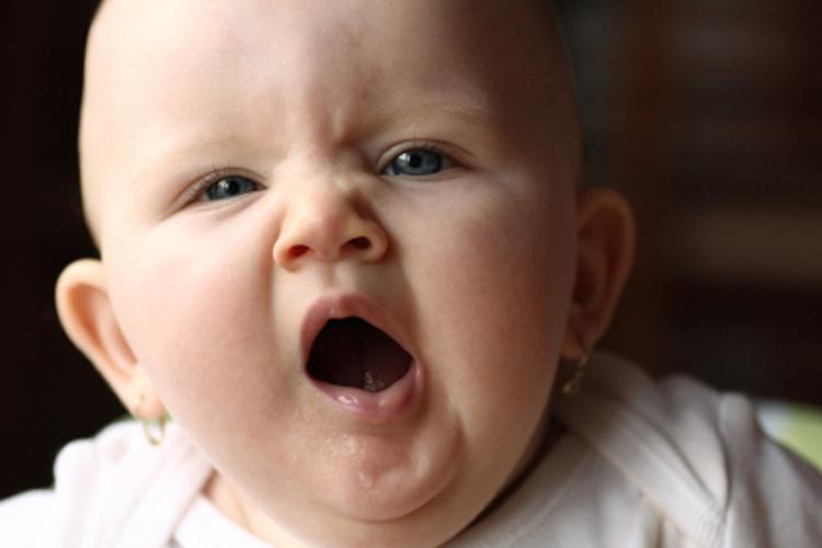 Зевает ребенок картинки